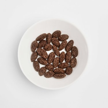 Almonds with chocolate